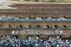 Καμία καταπάτηση στις διαδρομές σιδηροδρόμου Στοκ Εικόνα