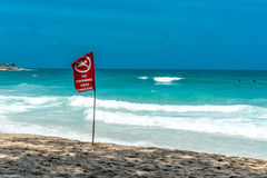Καμία κολυμπώντας κόκκινη σημαία, Phuket Ταϊλάνδη Στοκ εικόνα με δικαίωμα ελεύθερης χρήσης