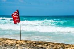 Καμία κολυμπώντας κόκκινη σημαία, Phuket Ταϊλάνδη Στοκ Εικόνες