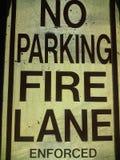 Καμία πάροδος πυρκαγιάς χώρων στάθμευσης δεν επέβαλε γραπτό στοκ φωτογραφία