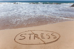 Καμία πίεση! Γραπτός στην άμμο στην παραλία Στοκ Εικόνες