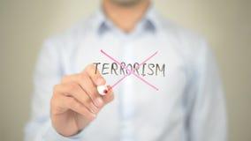 Καμία τρομοκρατία, άτομο που γράφει στη διαφανή οθόνη στοκ εικόνες με δικαίωμα ελεύθερης χρήσης