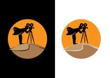 Καμεραμάν στους αμμόλοφους άμμου διανυσματική απεικόνιση