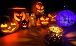 Καμμένος κολοκύθα αποκριών, θερμό φως κεριών, υπόβαθρο διακοπών φθινοπώρου, παραδοσιακό Jack-ο-φανάρι Στοκ Εικόνα