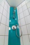 Καμπίνα ντους στο στενό επάνω βλαστό λουτρών Στοκ εικόνα με δικαίωμα ελεύθερης χρήσης