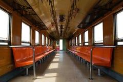 Καμπίνα του ταϊλανδικού τραίνου, του απομονωμένου παραθύρου και του άσπρου υποβάθρου πορτών Στοκ Εικόνα