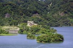 Καμπίνα όχθεων της λίμνης στοκ εικόνες με δικαίωμα ελεύθερης χρήσης