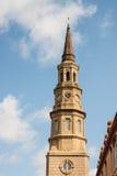 Καμπαναριό και σύννεφα εκκλησιών Στοκ Εικόνες