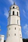 Καμπαναριό κοντά στη βασιλική καθεδρικών ναών Vilnius Στοκ Εικόνες