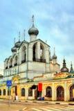 Καμπαναριό του καθεδρικού ναού υπόθεσης στο Ροστόφ Κρεμλίνο σε Yaroslavl Oblast της Ρωσίας στοκ εικόνες