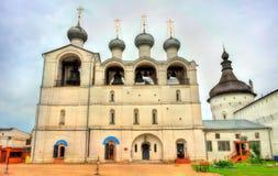 Καμπαναριό του καθεδρικού ναού υπόθεσης στο Ροστόφ Κρεμλίνο σε Yaroslavl Oblast της Ρωσίας στοκ φωτογραφία