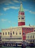 Καμπαναριό του σημαδιού του ST και το Doge παλάτι στη Βενετία Στοκ Εικόνες