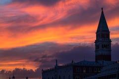 Καμπαναριό του ST Mark ` s στο ηλιοβασίλεμα, Βενετία Στοκ φωτογραφία με δικαίωμα ελεύθερης χρήσης