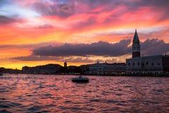 Καμπαναριό του ST Mark ` s στο ηλιοβασίλεμα, Βενετία Στοκ Φωτογραφία