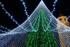 Καμπαναριό χριστουγεννιάτικων δέντρων και καθεδρικών ναών σε Vilnius στη Λιθουανία Στοκ Εικόνες