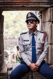 Καμποτζιανός αστυνομικός στο ναό Angkor Wat Στοκ φωτογραφία με δικαίωμα ελεύθερης χρήσης