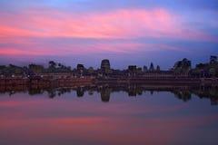 Καμποτζιανό ορόσημο Angkor Wat με την αντανάκλαση Στοκ εικόνα με δικαίωμα ελεύθερης χρήσης