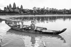 Καμποτζιανό παιδί που παίζει Angkor Wat Καμπότζη Στοκ εικόνα με δικαίωμα ελεύθερης χρήσης