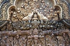 Καμπότζη η banteay λίμνη της Καμπότζης angkor lotuses συγκεντρώνει siem το ναό srey Χαρασμένα σχέδια πετρών στον αιώνα Banteay Sr Στοκ Εικόνες