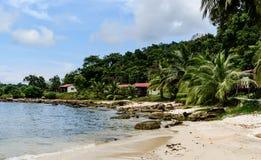 Καμπότζη λιμνοθάλασσα, παραλία, άμμος, θαλάσσιο νερό και ζούγκλα στοκ εικόνα με δικαίωμα ελεύθερης χρήσης
