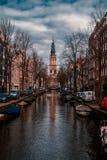 Κανάλια του Άμστερνταμ σε μια ηλιόλουστη ημέρα στοκ φωτογραφία