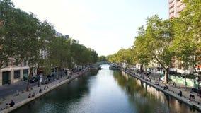 Κανάλι Άγιος-Martin στο Παρίσι, το καλοκαίρι απόθεμα βίντεο