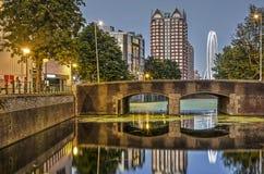 Κανάλι, γέφυρα και ρόδα ferris στοκ εικόνα με δικαίωμα ελεύθερης χρήσης