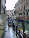 Κανάλι με τις γόνδολες στη Βενετία, Ιταλία Αρχιτεκτονική και ορόσημα της Βενετίας Κάρτα της Βενετίας με τις γόνδολες της Βενετίας στοκ εικόνες