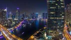 Κανάλι νερού στον ορίζοντα μαρινών του Ντουμπάι timelapse τη νύχτα απόθεμα βίντεο