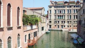 Κανάλι στη Βενετία, άποψη από τη γέφυρα απόθεμα βίντεο