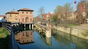 Κανάλι Battiferro Navile κλειδαριών ποταμών της Μπολόνιας ένα ιστορικό ορόσημο της ιταλικής πόλης φιλμ μικρού μήκους