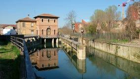 Κανάλι Battiferro Navile κλειδαριών ποταμών της Μπολόνιας ένα ιστορικό ορόσημο της ιταλικής πόλης απόθεμα βίντεο