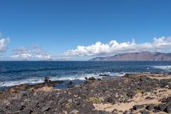 Κανάρια νησιά, άποψη νησιών Graciosa, Lanzarote στοκ εικόνες