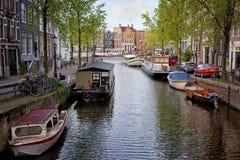 Κανάλια στο Άμστερνταμ στοκ εικόνες