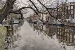 Κανάλι και κτήρια του Άμστερνταμ Στοκ εικόνα με δικαίωμα ελεύθερης χρήσης