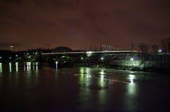 Κανάλι και σιδηρόδρομος της Μόσχας νύχτας Στοκ εικόνες με δικαίωμα ελεύθερης χρήσης