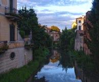 Κανάλι πόλεων στο κέντρο της παλαιάς πόλης Πάδοβα, Ιταλία Στοκ φωτογραφία με δικαίωμα ελεύθερης χρήσης