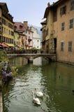 Κανάλι στο Annecy στη Γαλλία Στοκ φωτογραφίες με δικαίωμα ελεύθερης χρήσης