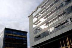 Κανάλι συν το κτήριο TV Στοκ φωτογραφίες με δικαίωμα ελεύθερης χρήσης