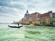 Κανάλι Grande και παραδοσιακή γόνδολα, Βενετία Στοκ φωτογραφία με δικαίωμα ελεύθερης χρήσης