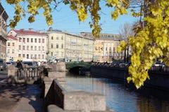 Κανάλι Griboyedov και γέφυρα Demidov στη Αγία Πετρούπολη, Ρωσία Στοκ Φωτογραφία