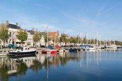 Κανάλι Noorderhaven στην παλαιά πόλη Harlingen, Κάτω Χώρες Στοκ εικόνα με δικαίωμα ελεύθερης χρήσης