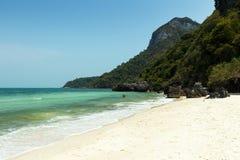 Κανένας σε μια παραλία στο θαλάσσιο εθνικό πάρκο Angthong στην Ταϊλάνδη Στοκ Εικόνες