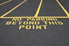 Κανένας χώρος στάθμευσης πέρα από αυτό το σημείο Στοκ φωτογραφία με δικαίωμα ελεύθερης χρήσης