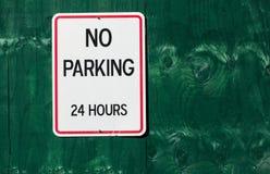 Κανένας χώρος στάθμευσης σημάδι 24 ωρών Στοκ φωτογραφία με δικαίωμα ελεύθερης χρήσης