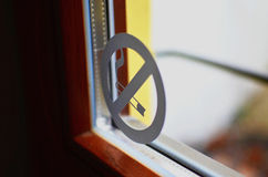 Κανένα εικονίδιο καπνού στο παράθυρο Στοκ φωτογραφία με δικαίωμα ελεύθερης χρήσης