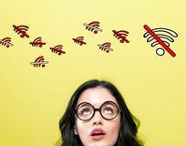 Κανένα θέμα WiFi με τη νέα γυναίκα στοκ εικόνες με δικαίωμα ελεύθερης χρήσης