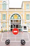 Κανένα κόκκινο σημάδι εισόδων και περασμάτων στο παλάτι στη Μπανγκόκ Στοκ εικόνα με δικαίωμα ελεύθερης χρήσης