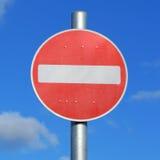 Κανένα οδικό σημάδι βρετανικών υπαίθριων σταθμών αυτοκινήτων εισόδων στοκ φωτογραφία