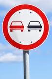 Κανένα προσπερνώντας σημάδι κυκλοφορίας Στοκ φωτογραφία με δικαίωμα ελεύθερης χρήσης